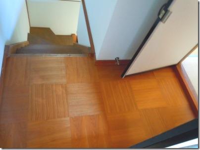 照明器具を交換した階段の踊り場
